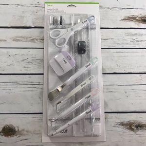 NWT Cricut Essential Tool Kit